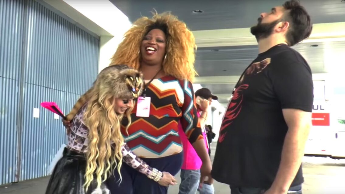 Hey Qween! at DragCon: Katya Humps Lady Red While Singing The Hey Qween Theme