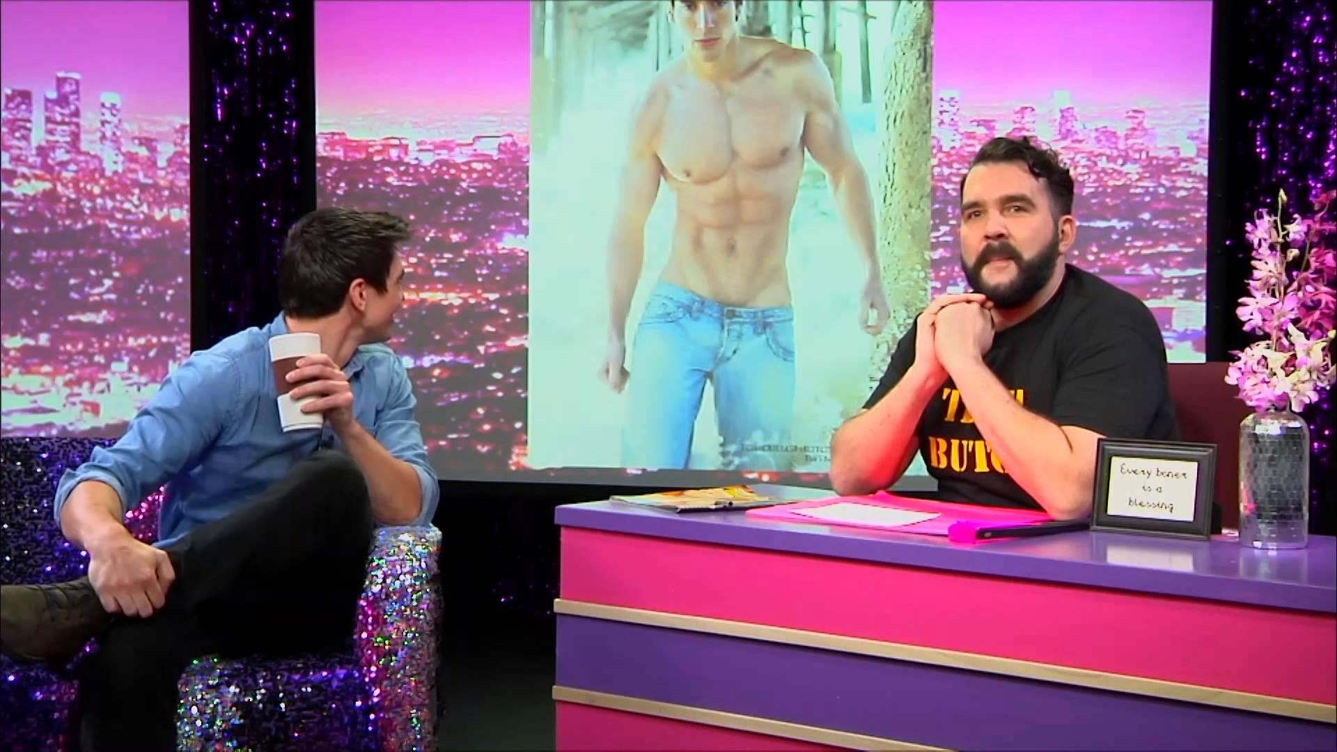 Hey Qween! BONUS: Steve Grand Strips At His 1st Gay Bar